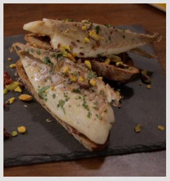 Crostone-con-Filetto-di-Orata-e-Pomodorini-Secchi-particolare