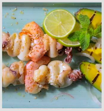 Spiedini-di-pesce-con-Avocado-alla-piastra-e-menta-particolare